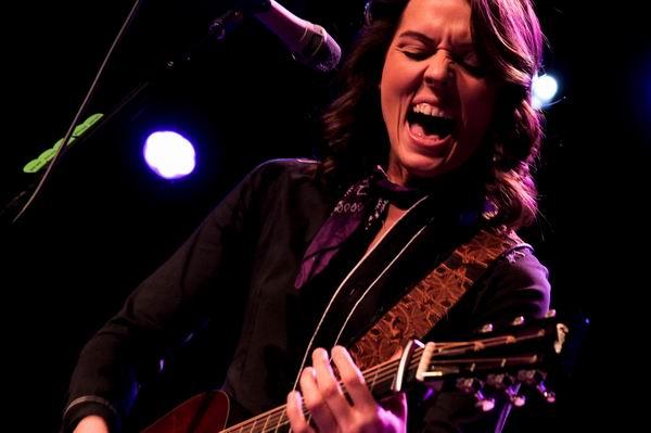 Folk, rock, kantri glasbenica: Zgodba Brandi Carlile