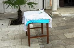 miza_pred_cerkvijo1